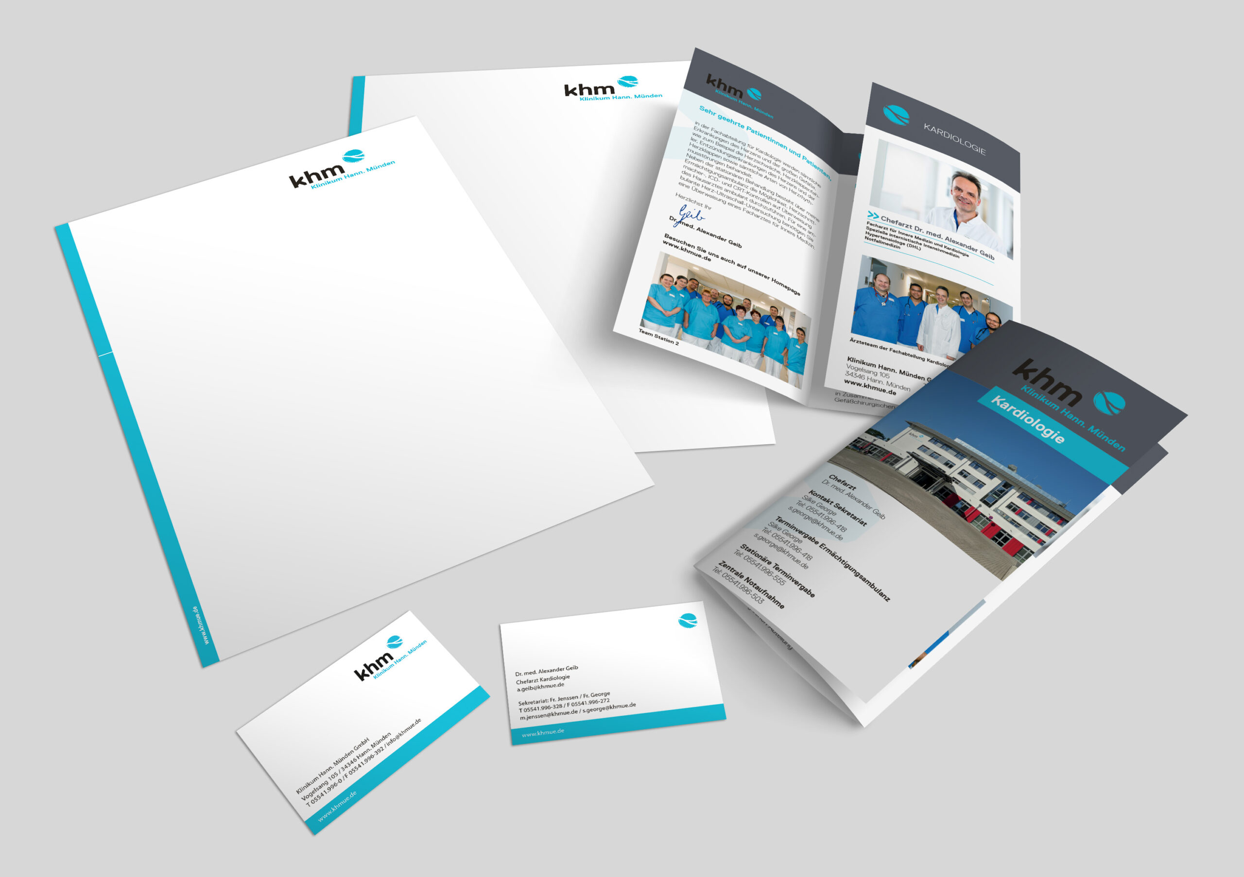 Mock-Up_Briefpapier_Visitenkarte_Wickelfalzflyer-DIN-Lang_khm